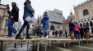 Maltempo, due morti nel Lazio acqua alta a Venezia