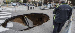 Sibet, servirebbero 40 milioni per le buche stradali